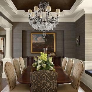 Inspiration för klassiska matplatser, med grå väggar och mörkt trägolv