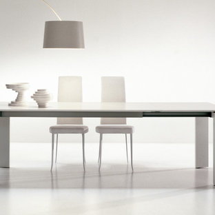 На фото: столовая среднего размера в современном стиле с белыми стенами, полом из ламината, подвесным камином и бирюзовым полом с