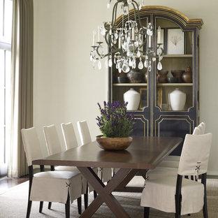 Ispirazione per una grande sala da pranzo aperta verso il soggiorno mediterranea con pareti bianche, parquet scuro e pavimento marrone