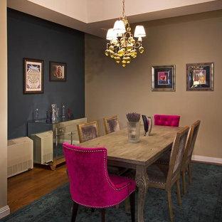 Ispirazione per una sala da pranzo eclettica chiusa e di medie dimensioni con pareti beige e pavimento in legno massello medio