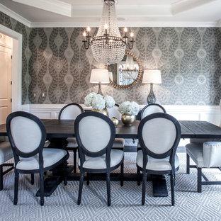 Geschlossenes Klassisches Esszimmer mit grauer Wandfarbe und dunklem Holzboden in Charlotte