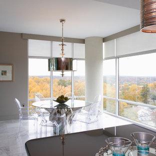 Imagen de comedor de cocina romántico, de tamaño medio, con paredes grises, suelo de mármol y suelo multicolor
