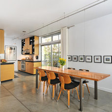 Modern Dining Room by seattlehometours.com
