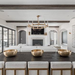 Foto de comedor de cocina actual, extra grande, con paredes beige, suelo de madera en tonos medios, chimenea tradicional, marco de chimenea de baldosas y/o azulejos y suelo marrón