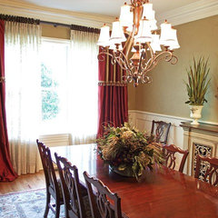 traditional dining room by Jane Ann Maxwell