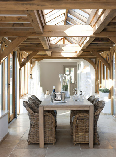 Rustic Dining Room Diningtable in conservatory