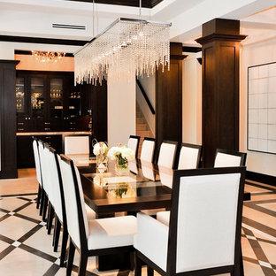 Idéer för en modern matplats, med vita väggar och flerfärgat golv