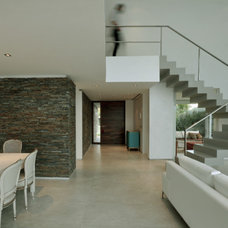 Contemporary Dining Room by Vanguarda Architects