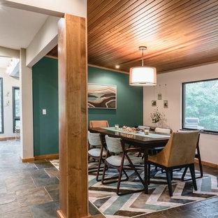 Idéer för ett retro kök med matplats, med gröna väggar, skiffergolv och flerfärgat golv