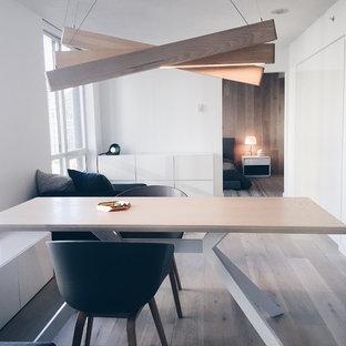 Diseño de comedor escandinavo, pequeño, abierto, sin chimenea, con paredes blancas y suelo de madera clara