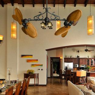 Foto de comedor rústico, grande, abierto, sin chimenea, con paredes beige y suelo de baldosas de porcelana