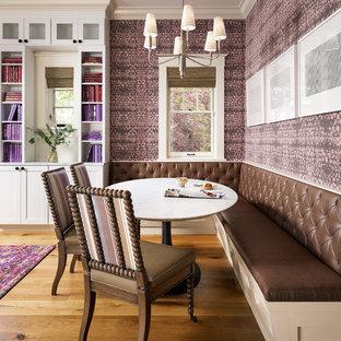 Idee Cucina Sala Da Pranzo.Sala Da Pranzo Aperta Verso La Cucina Con Pareti Viola