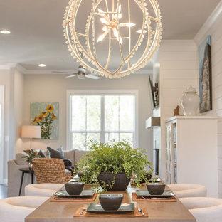 Ispirazione per una sala da pranzo aperta verso il soggiorno costiera di medie dimensioni con pareti beige, parquet scuro, nessun camino e pavimento marrone