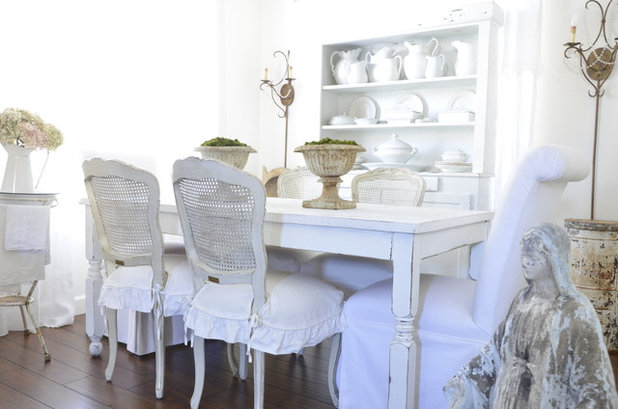 Shabby-chic Style Dining Room by Dustylu