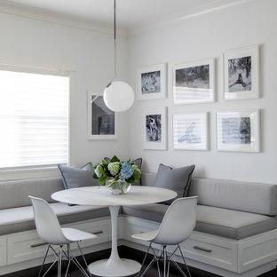 Exemple d'une salle à manger chic avec un mur blanc, un sol en bois foncé, aucune cheminée et un sol noir.