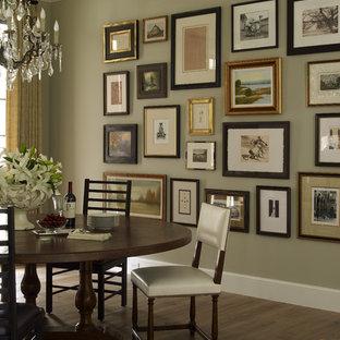 Ispirazione per una sala da pranzo chic di medie dimensioni con pavimento in legno massello medio, nessun camino e pareti grigie