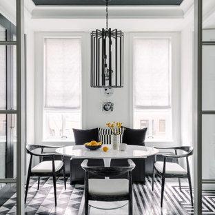 Cette image montre une salle à manger design avec un mur blanc, un sol multicolore et un plafond décaissé.