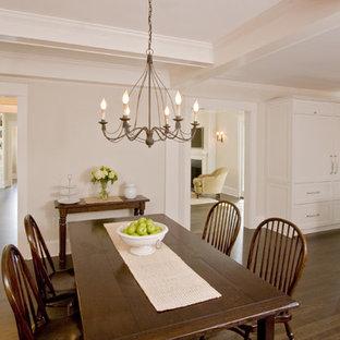 Ejemplo de comedor de cocina tradicional, grande, con paredes beige y suelo de madera oscura