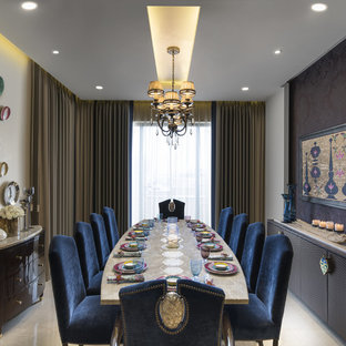 Immagine di una piccola sala da pranzo boho chic chiusa con pavimento beige