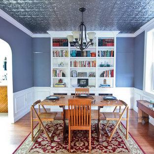 Ejemplo de comedor ecléctico, grande, abierto, sin chimenea, con paredes azules, suelo de madera en tonos medios y suelo marrón