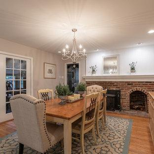 Inspiration pour une salle à manger victorienne fermée et de taille moyenne avec un mur beige, un sol en bois brun, une cheminée ribbon, un manteau de cheminée en brique, un sol marron et boiseries.