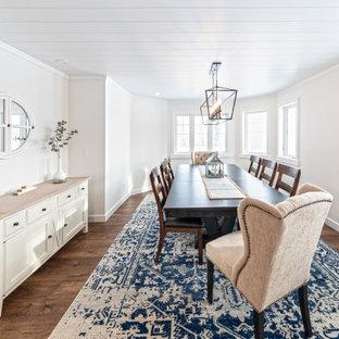 Ispirazione per una grande sala da pranzo stile americano chiusa con pareti bianche, pavimento in vinile, nessun camino, pavimento marrone, soffitto in perlinato e pareti in mattoni