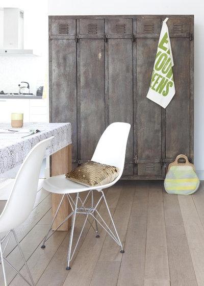 raus aus der umkleide rein ins wohnzimmer ein spind als hingucker. Black Bedroom Furniture Sets. Home Design Ideas