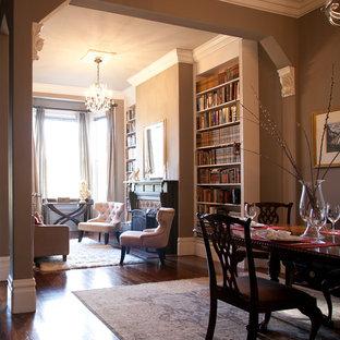 Foto di una sala da pranzo tradizionale di medie dimensioni con parquet scuro, pareti beige, camino classico, pavimento marrone e cornice del camino piastrellata