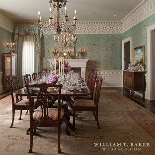 Immagine di un'ampia sala da pranzo chic chiusa con pareti verdi, parquet scuro, camino classico, cornice del camino in pietra e pavimento marrone