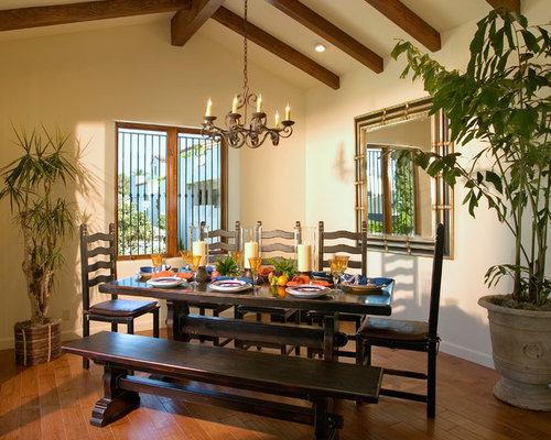Small mediterranean dining room design ideas remodels for Mediterranean dining room design ideas