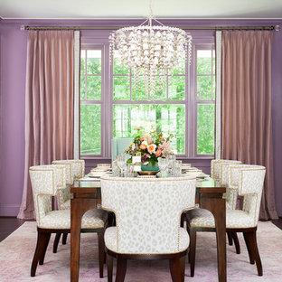 Idée de décoration pour une salle à manger tradition avec un mur violet, un sol en bois foncé et un sol marron.