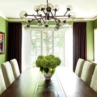 На фото: с высоким бюджетом большие отдельные столовые в стиле современная классика с зелеными стенами и темным паркетным полом без камина