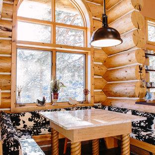 Immagine di un'ampia sala da pranzo aperta verso la cucina stile rurale con pavimento in ardesia