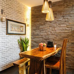 Inspiration för små rustika matplatser, med mörkt trägolv