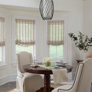 Esempio di una grande sala da pranzo aperta verso la cucina classica con pareti bianche, pavimento con piastrelle in ceramica e nessun camino