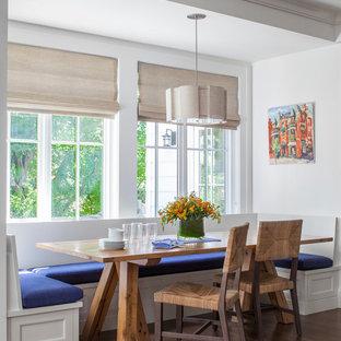 Foto de comedor clásico, de tamaño medio, con suelo de madera en tonos medios y paredes blancas