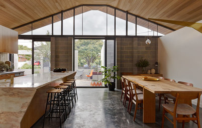 Houzz Tour: Relaxed Living in a Modern Courtyard Home