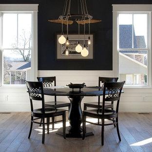 Foto de comedor campestre, de tamaño medio, cerrado, sin chimenea, con paredes negras, suelo de madera clara y suelo marrón