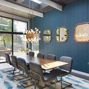 Ispirazione per una sala da pranzo minimalista con pareti blu e nessun camino
