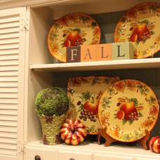 Traditional Dining Room Fall Decor