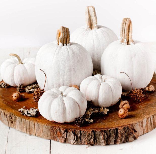 Kürbis bemalen als Deko-Idee für Herbst und Halloween
