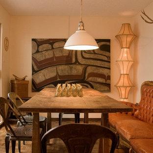 Foto de comedor bohemio, cerrado, con paredes beige y suelo de madera oscura