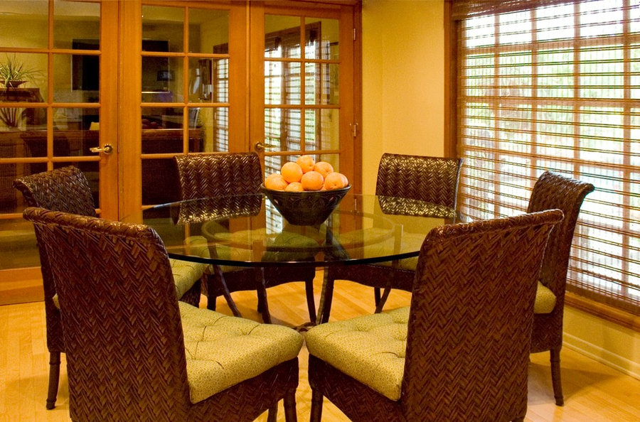 FAMILY ROOM & KITCHEN HAVE GLASS DOORS FOR QUIET