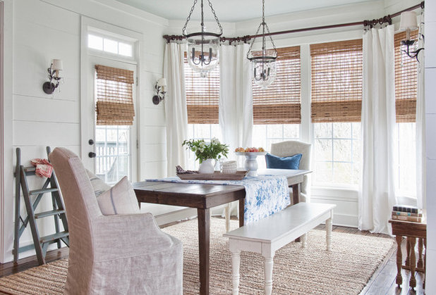 10 Tips for Getting a Dining Room Rug Just Right : e6d117e003072e0d6313 w618 h419 b0 p0 farmhouse dining room from www.houzz.com size 618 x 419 jpeg 62kB