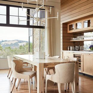 Foto de comedor campestre, sin chimenea, con paredes blancas y suelo de madera en tonos medios