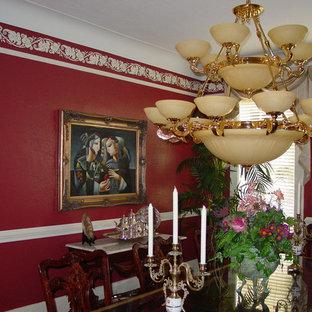 Imagen de comedor bohemio, de tamaño medio, abierto, con paredes rojas