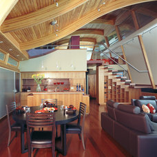 Modern Dining Room by ROBERT HARVEY OSHATZ, ARCHITECT