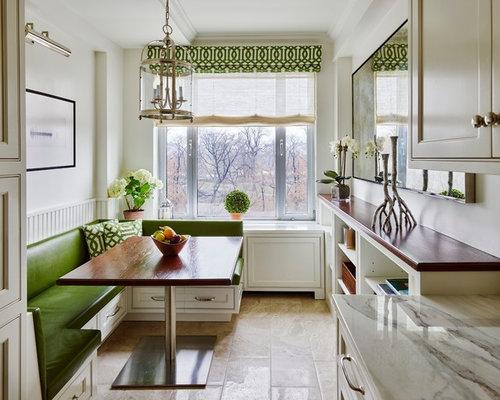 salle manger romantique avec un sol en bois clair photos et id es d co de salles manger. Black Bedroom Furniture Sets. Home Design Ideas