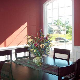 Inredning av en klassisk mellanstor separat matplats, med rosa väggar