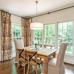 Esempio di una sala da pranzo aperta verso la cucina chic di medie dimensioni con pareti beige, pavimento in legno massello medio e pavimento arancione